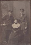 ARCHBOLD WILLIAM HESLEHURST (the solder right on the photo, on the left is his cousin William Simpson, his cousin and in the middle is Sarah Annie Archbold, his mother)