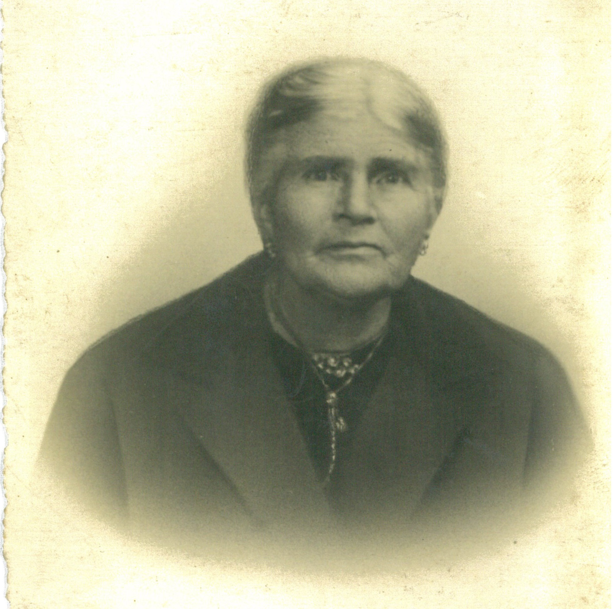 grandmother of Paula Indevuyst's husband